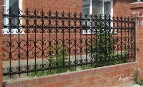 Кованый забор – богатство классического стиля